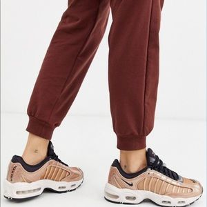NEW Nike Air Max Tailwind IV Sneakers, CT1184-900